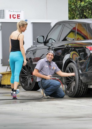 Joanna Krupa – In yoga pants rolls up to a gas station in ...