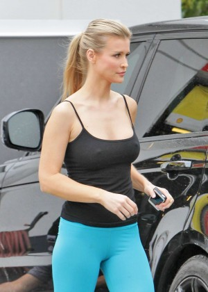 Joanna Krupa: In yoga pants-22