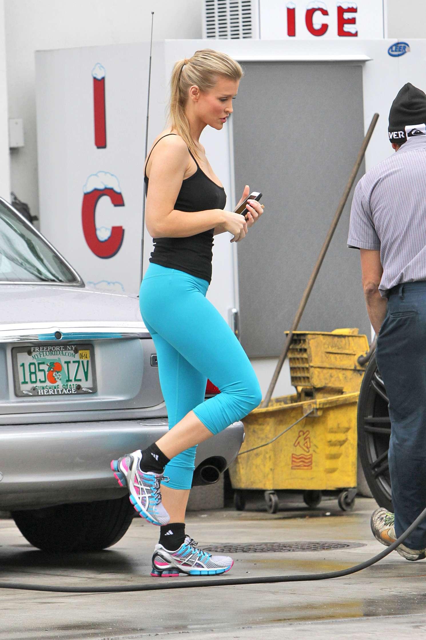 Joanna Krupa 2016 : Joanna Krupa: In yoga pants-32