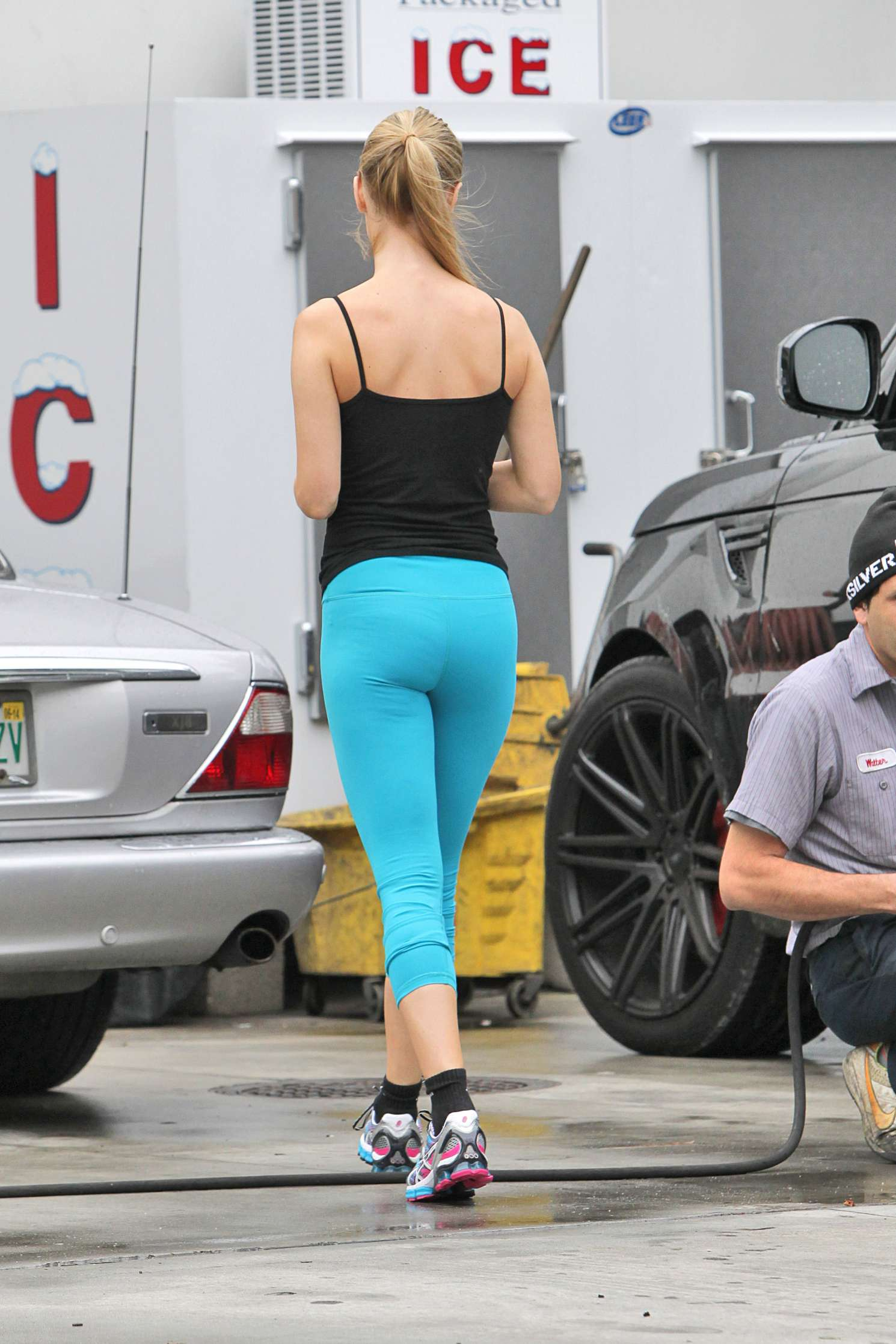 Joanna Krupa 2016 : Joanna Krupa: In yoga pants-34