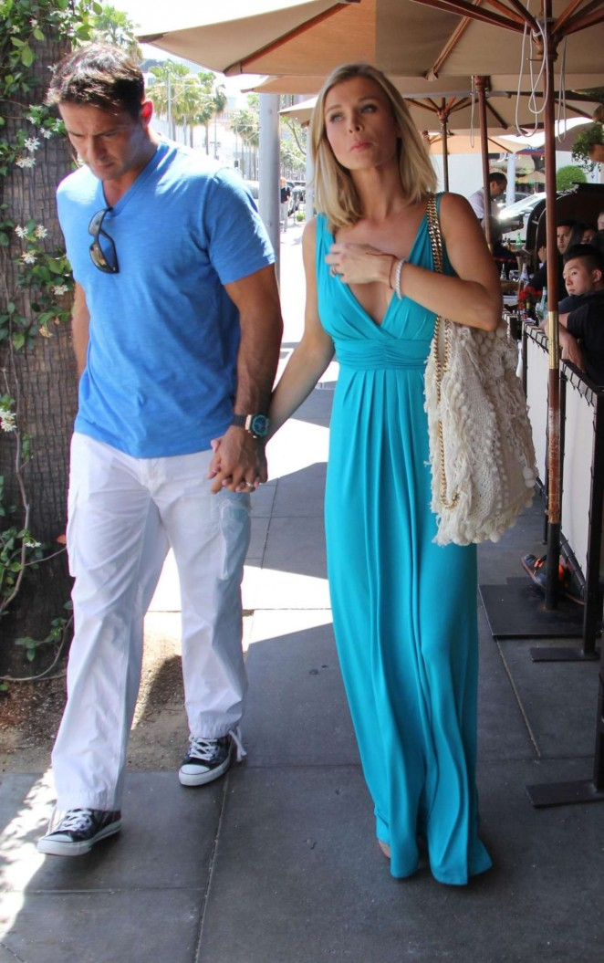 Joanna Krupa: Out in Beverly Hills -06