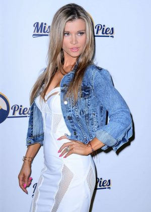 Joanna Krupa Promoting new television show 'Misja Pies' in Warsaw