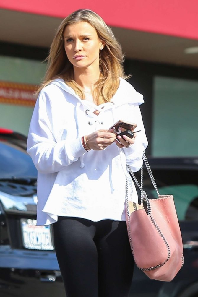 Joanna Krupa - Shopping in Hollywood