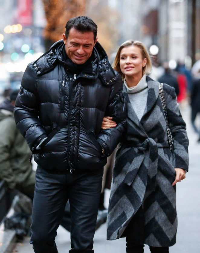 Joanna Krupa – Thanksgiving Day in Chicago