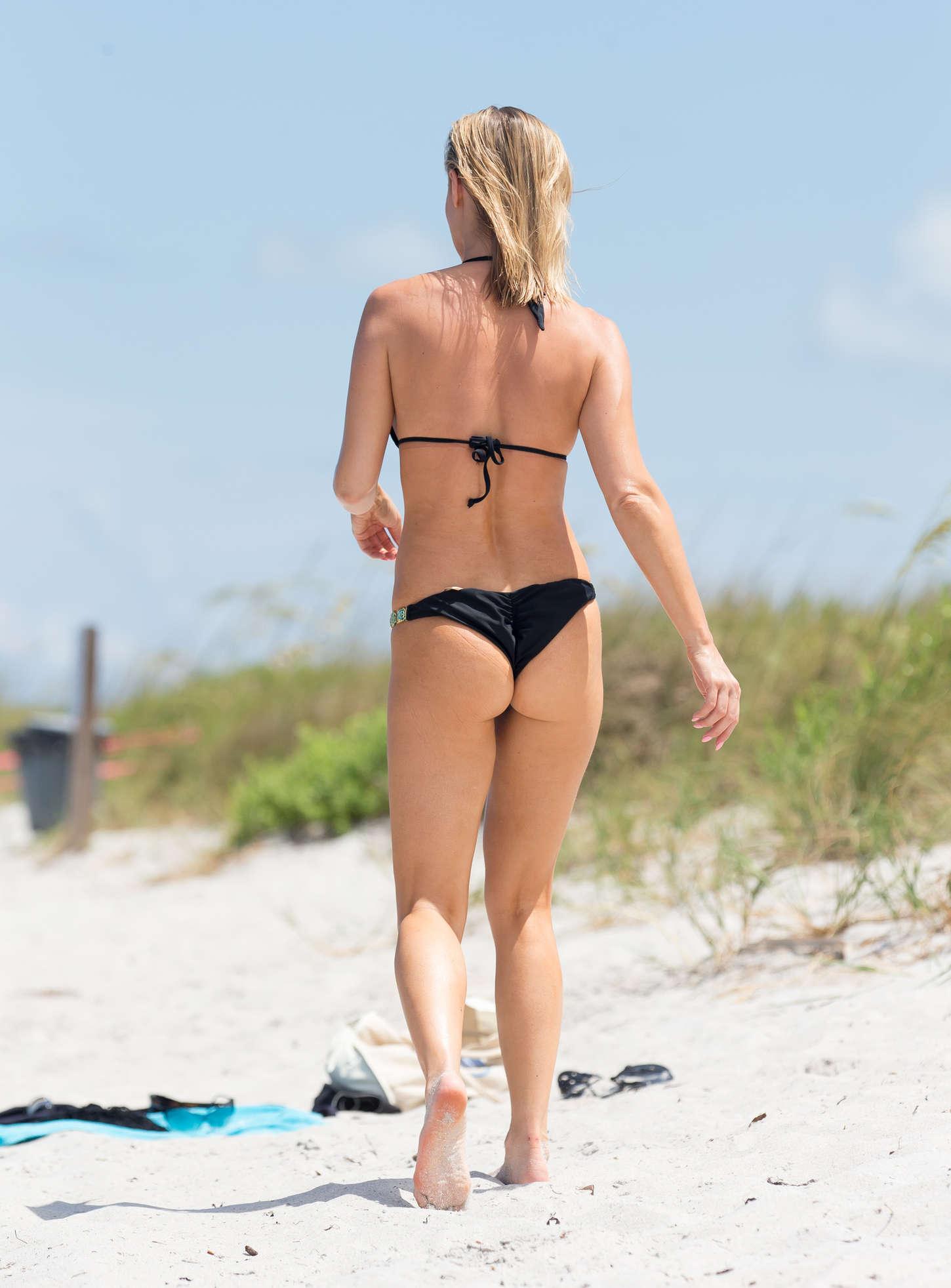 Joanna Krupa In Black Bikini 17 Gotceleb