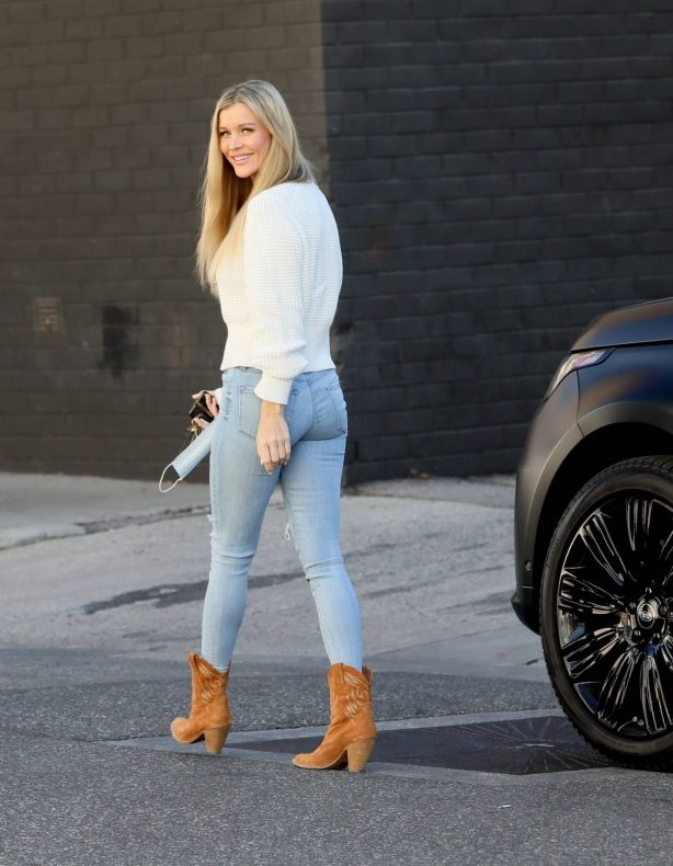 Joanna Krupa - Wore tight jeans and cowboy boots out for an appointment in Miami