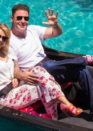 Jodie Sweetin a gondola ride in Las Vegas -01