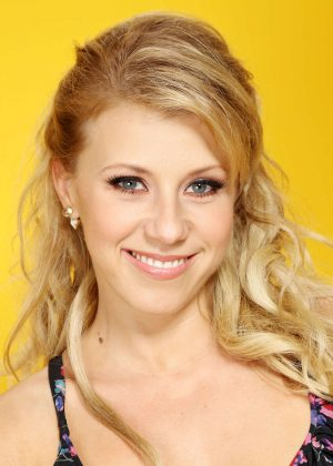 Jodie Sweetin: Backstage Portrait Studio at 102 7 KIIS FMs 2016 -09