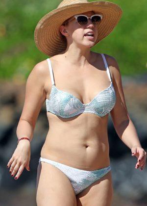 Jodie Sweetin in Bikini on the beach in Maui