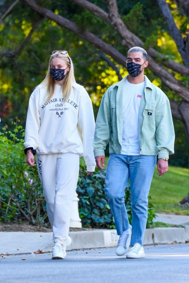Joe Jonas and Sophie Turner - Seen while walk around the neighborhood in Los Angeles