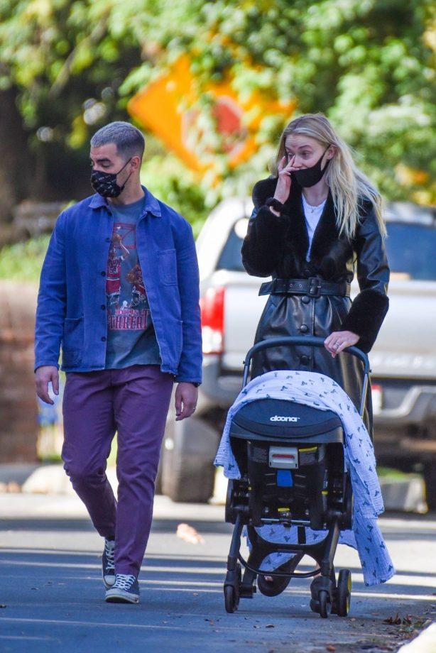 Joe Jonas and Sophie Turner - Stroll with their daughter in Los Angeles