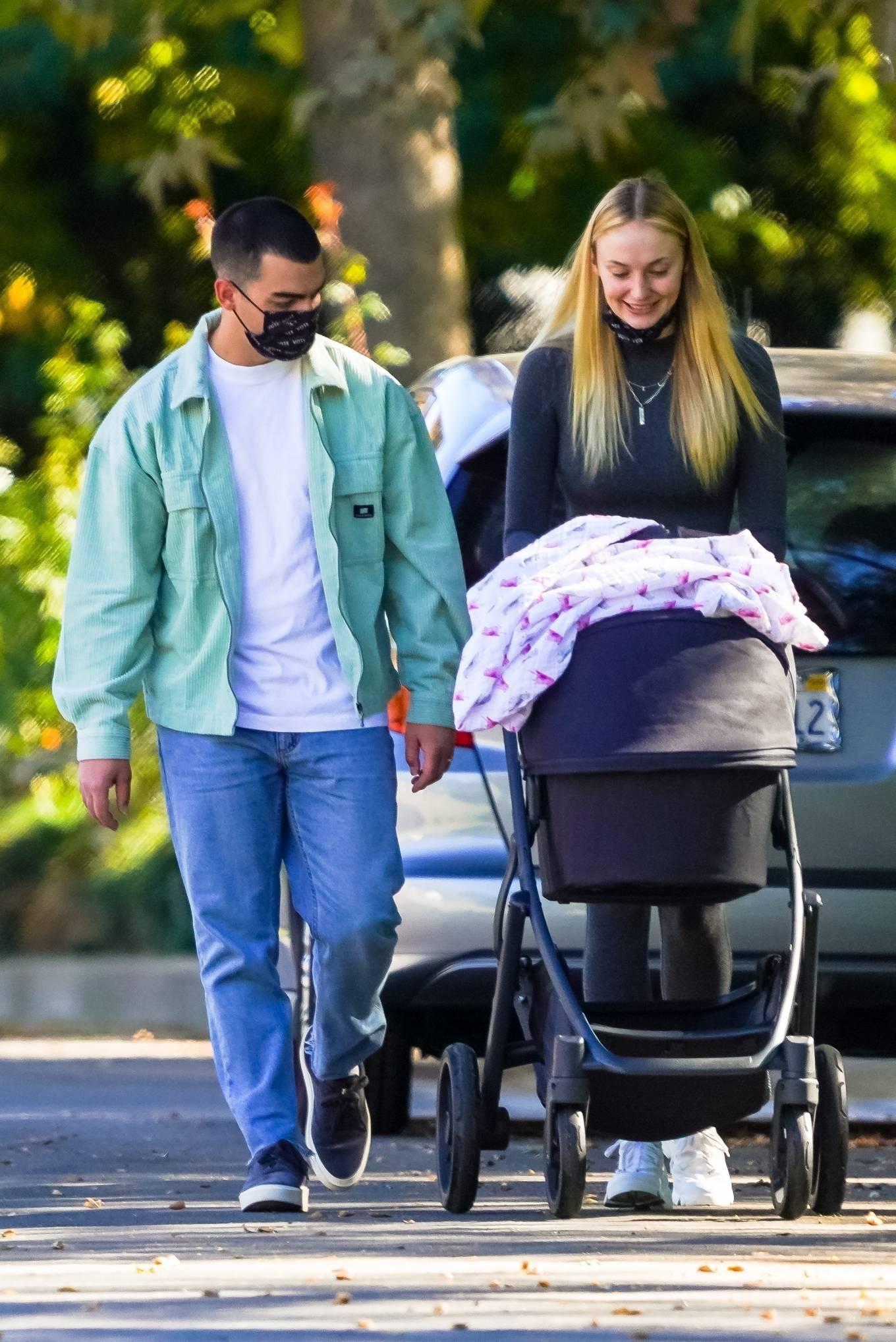 Sophie Turner 2020 : Joe Jonas and Sophie Turner with their daughter Willa in Los Angeles-09