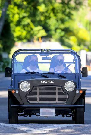 Joe jonas with Sophie Turner - Take their new ride in Los Angeles