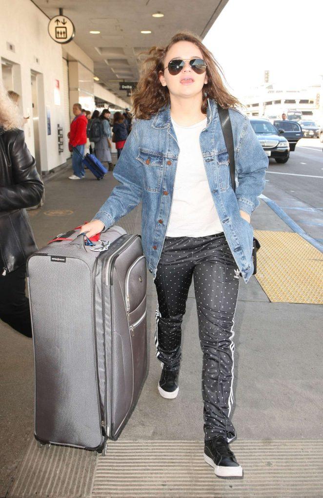 Joey King at LAX airport -02