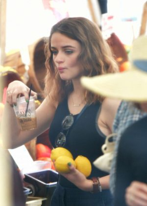 Joey King - Grabs some lemons at the Farmers Market in Studio City