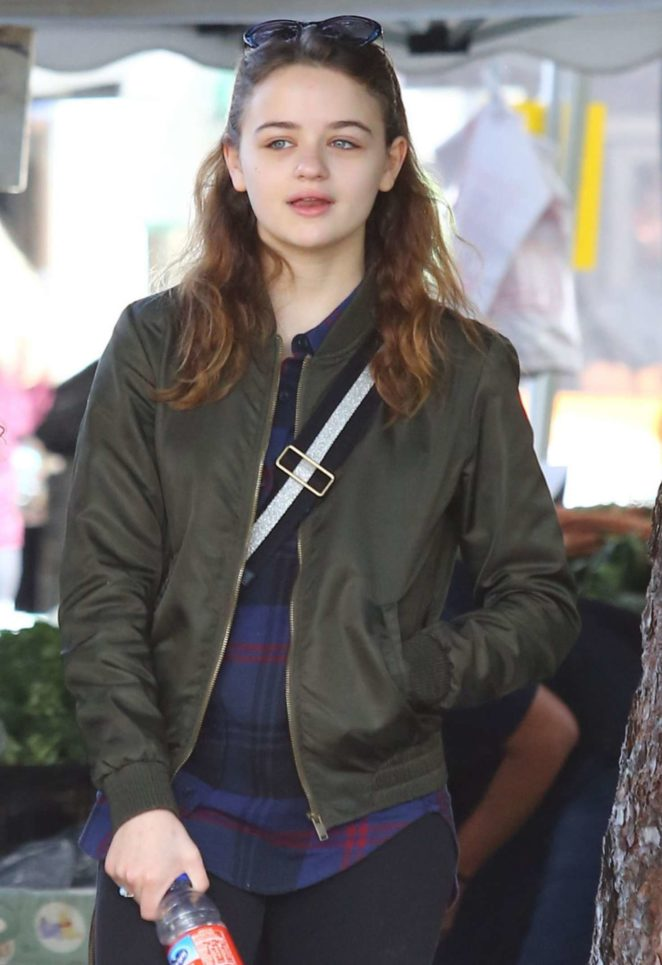 Joey King - Shopping at farmer's market in Studio City
