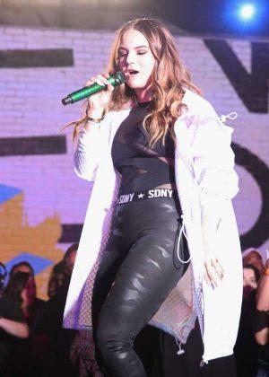 Jojo Joanna Levesque - MTV's 'Wonderland' LIVE Show in Los Angeles