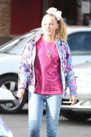 JoJo Siwa - Arrives at Marie Callender in Sherman Oaks