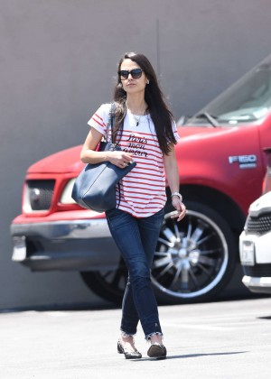 Jordana Brewster in Jeans at Barneys Gourmet Hamburger in LA