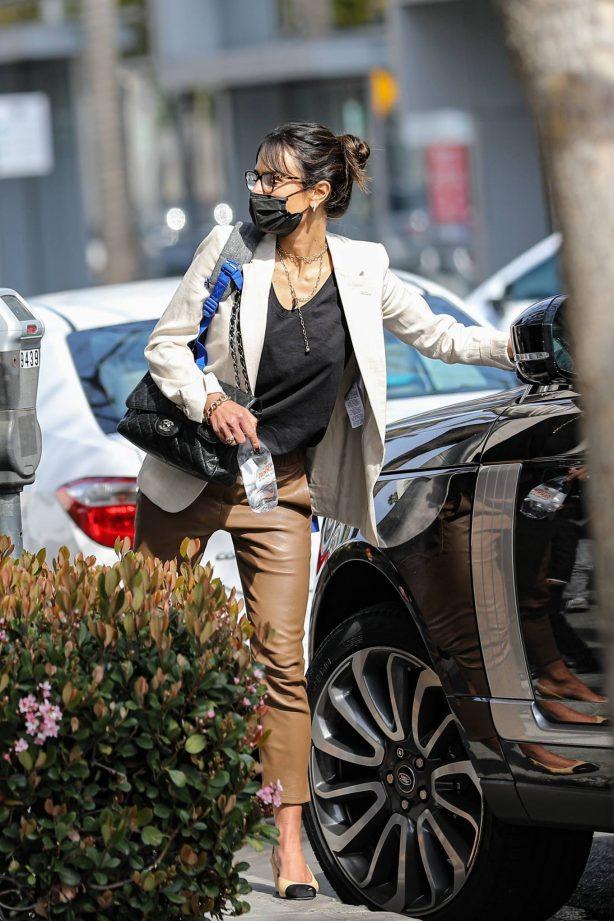 Jordana Brewster - Get parking ticket at Rodeo Dr. in Beverly Hills