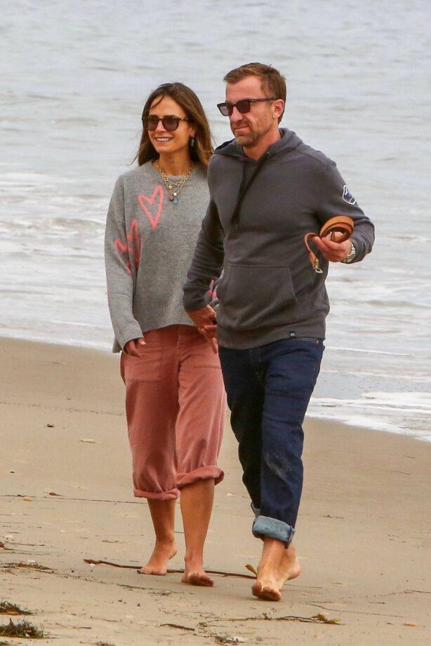 Jordana Brewster - Goes for a stroll in Santa Monica