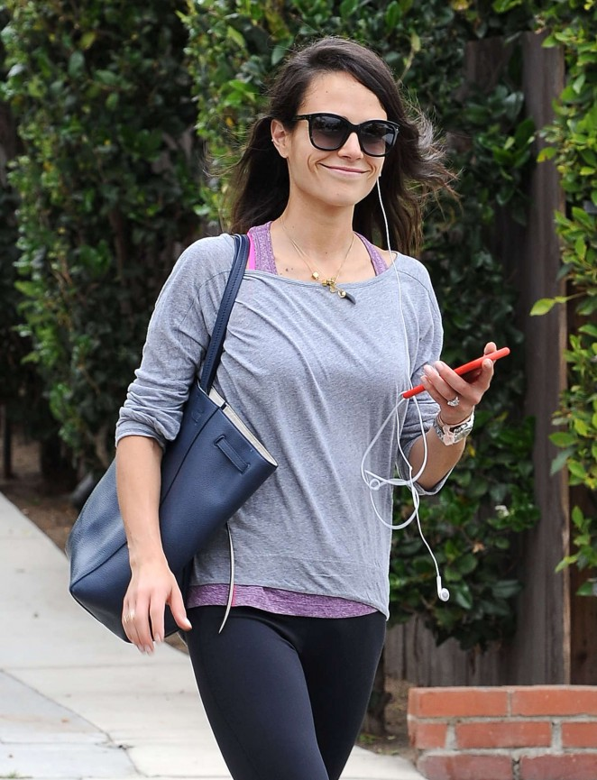 Jordana Brewster - Heads to the gym in LA