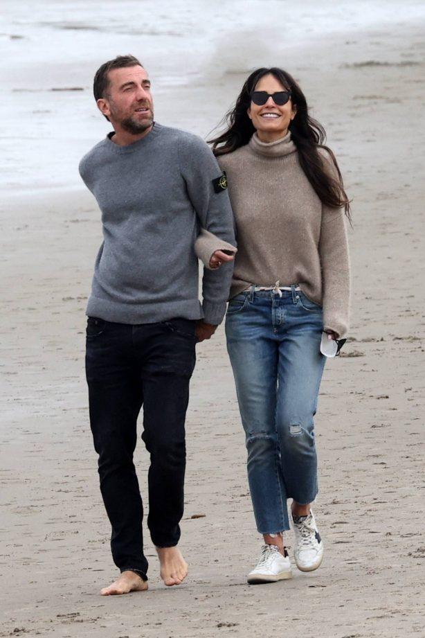 Jordana Brewster - On the beach with her beau Mason Morfit in Santa Monica