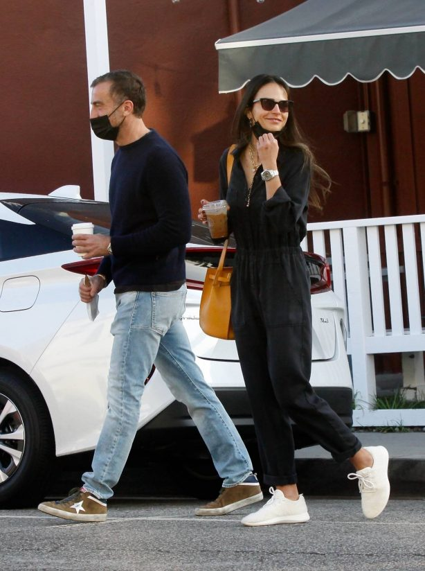 Jordana Brewster - Out for a morning coffee in Brentwood