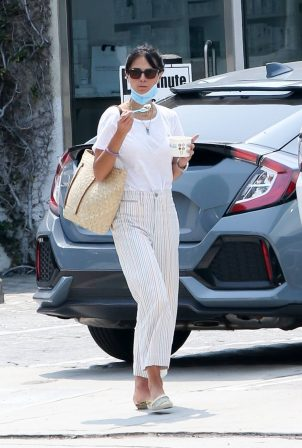 Jordana Brewster - Out for frozen yogurt at CVS store in Los Angeles