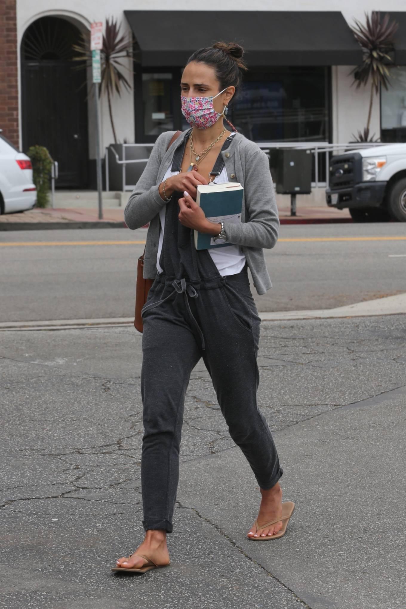 Jordana Brewster - Running errands around Brentwood