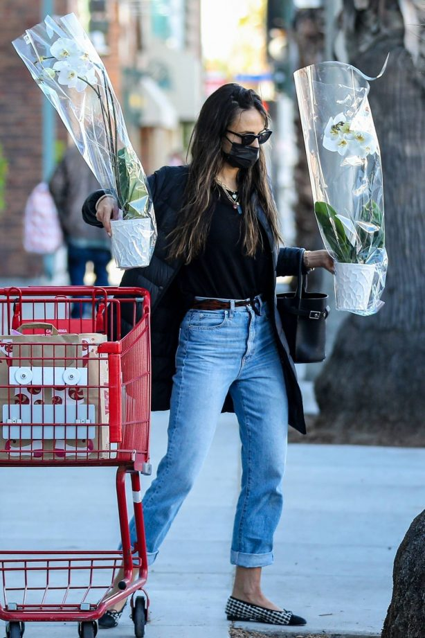 Jordana Brewster - Shopping candids at Trader Joe's in Santa Monica