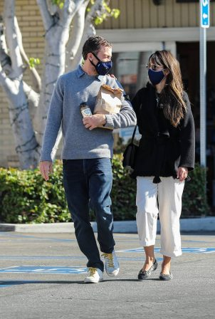 Jordana Brewster - Spotted at pharmacy in Brentwood