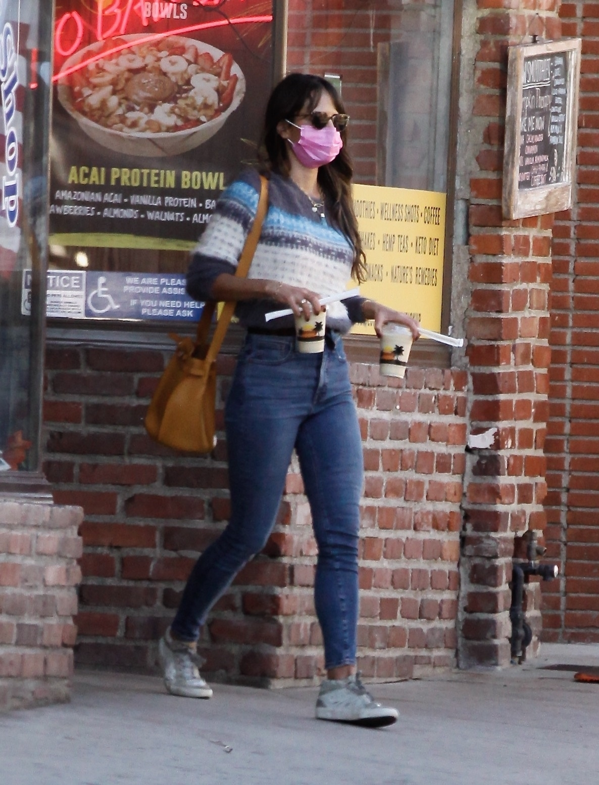 Jordana Brewster - Spotted while she grabs a juice at Juice Crafters in Pacific Palisades