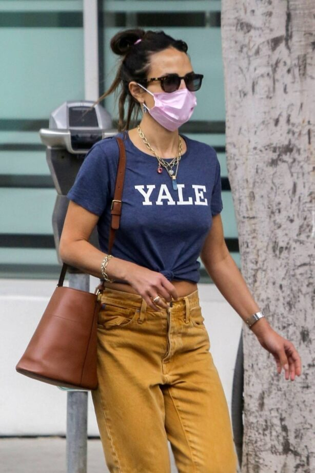 Jordana Brewster - Wears a Yale T-shirt while out shopping in Brentwood