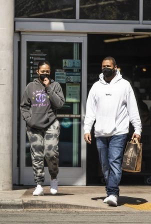 Jordyn Woods - Out for a lunch with her brother in Los Angeles