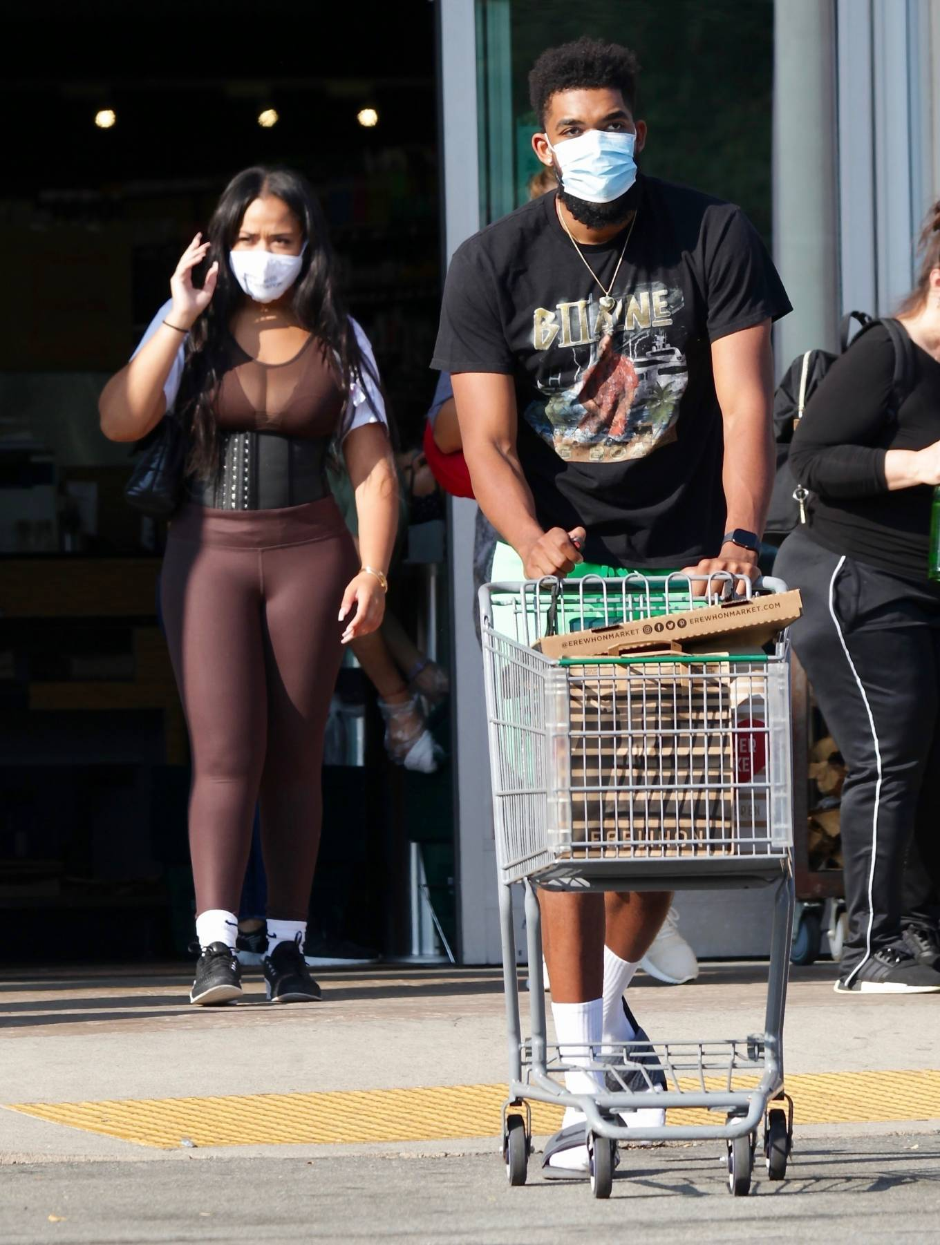 Jordyn Woods 2020 : Jordyn Woods with new boyfriend Karl-Anthony Towns – Shopping in Calabasas-11