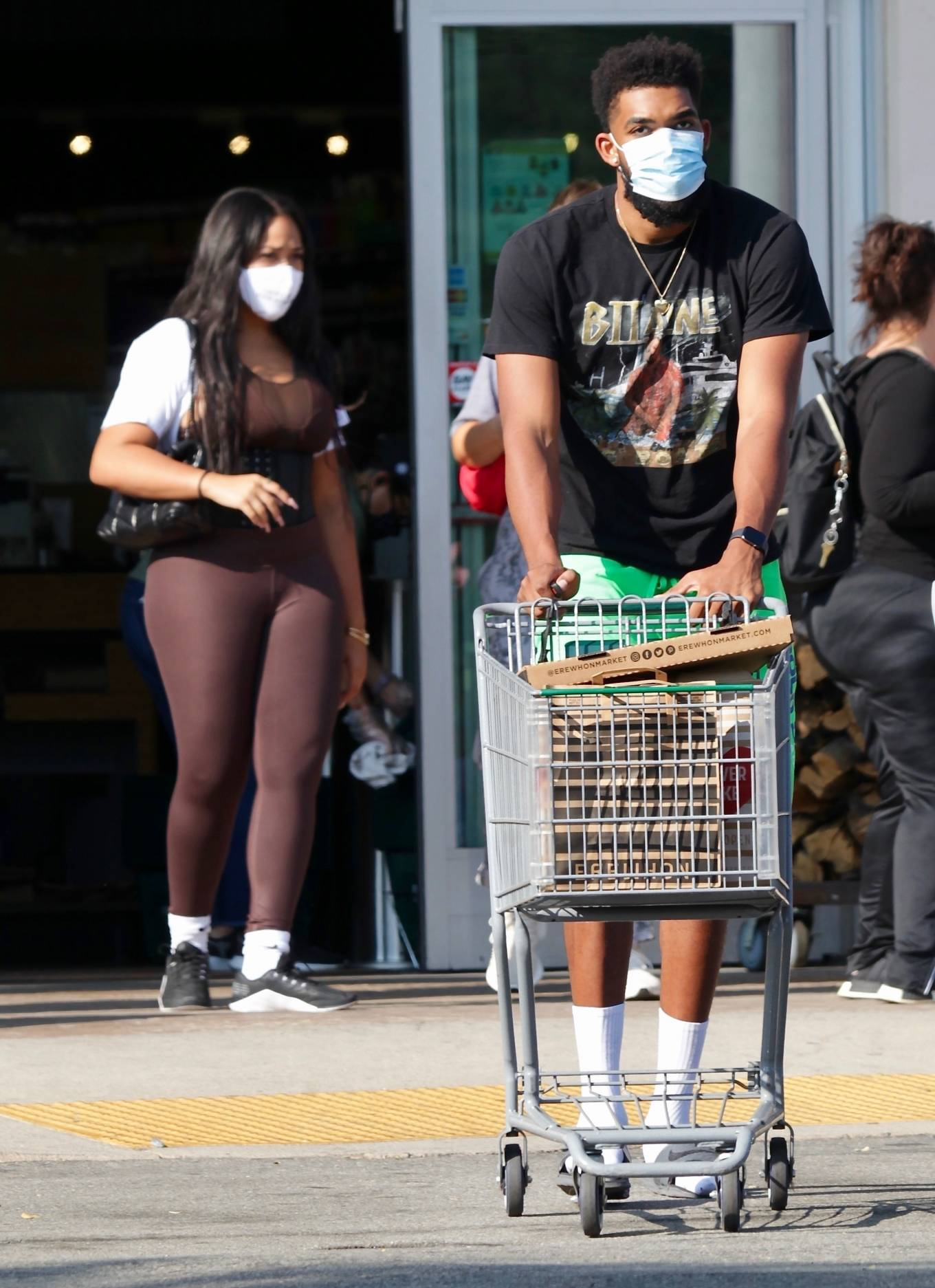 Jordyn Woods 2020 : Jordyn Woods with new boyfriend Karl-Anthony Towns – Shopping in Calabasas-12