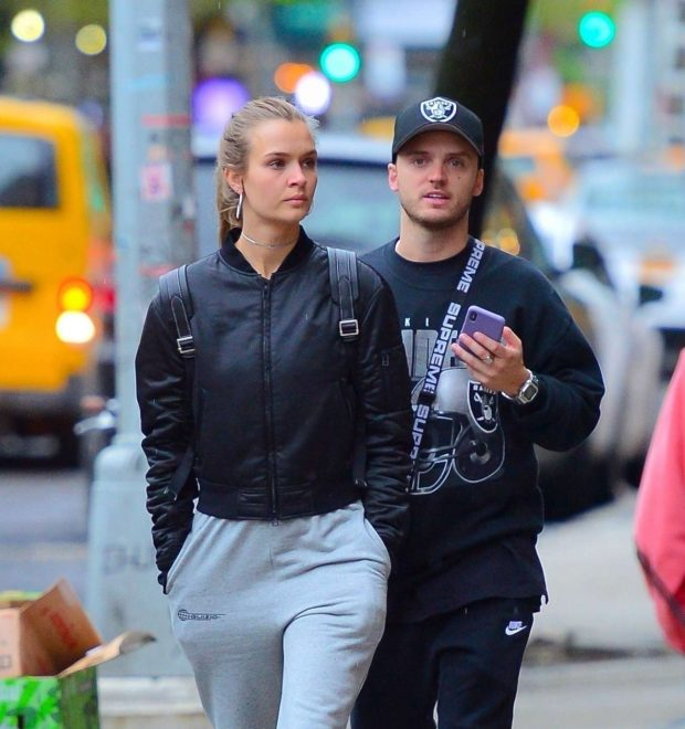 Josephine Skriver and Alexander DeLeon: Shopping in NYC -01