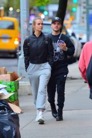 Josephine Skriver and Alexander DeLeon - Shopping in NYC