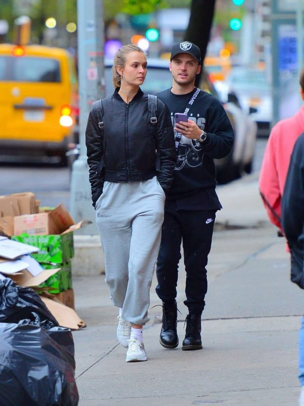 Josephine Skriver and Alexander DeLeon: Shopping in NYC -07
