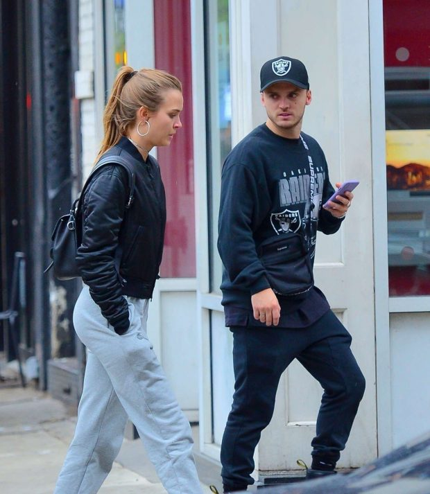 Josephine Skriver and Alexander DeLeon: Shopping in NYC -08