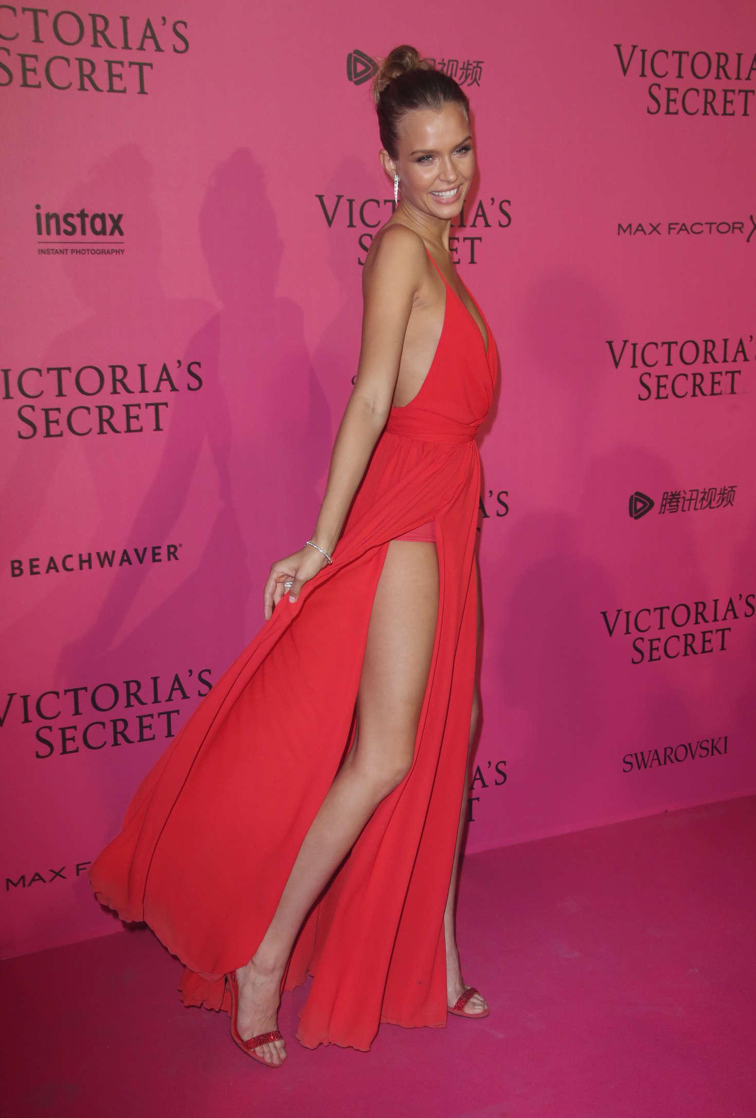Josephine Skriver Victorias Secret Fashion Show 2016 After Party 03 Gotceleb