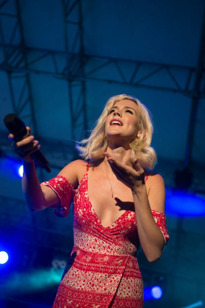 Joss Stone - Performs at No borders festival in Tarvisio