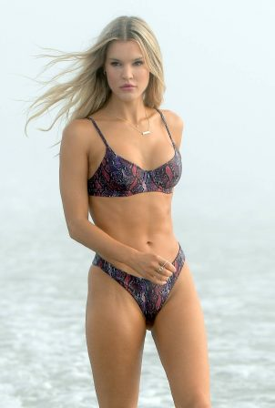 Joy Corrigan - Bikini photoshoot in Venice Beach