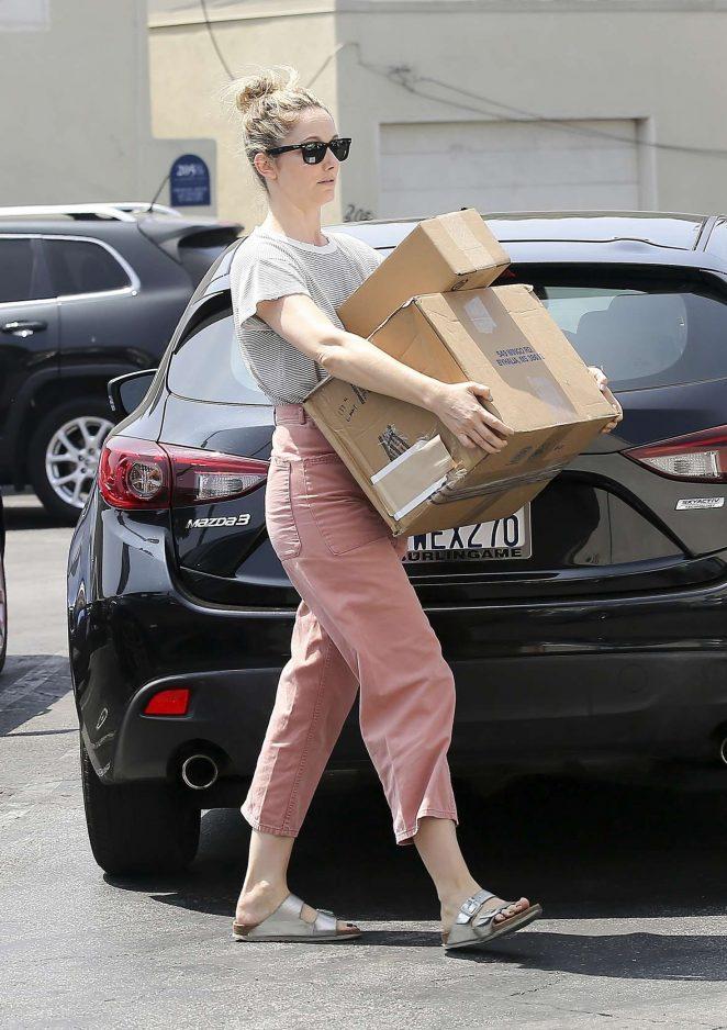 Judy Greer – Leaving the post office in Los Angeles