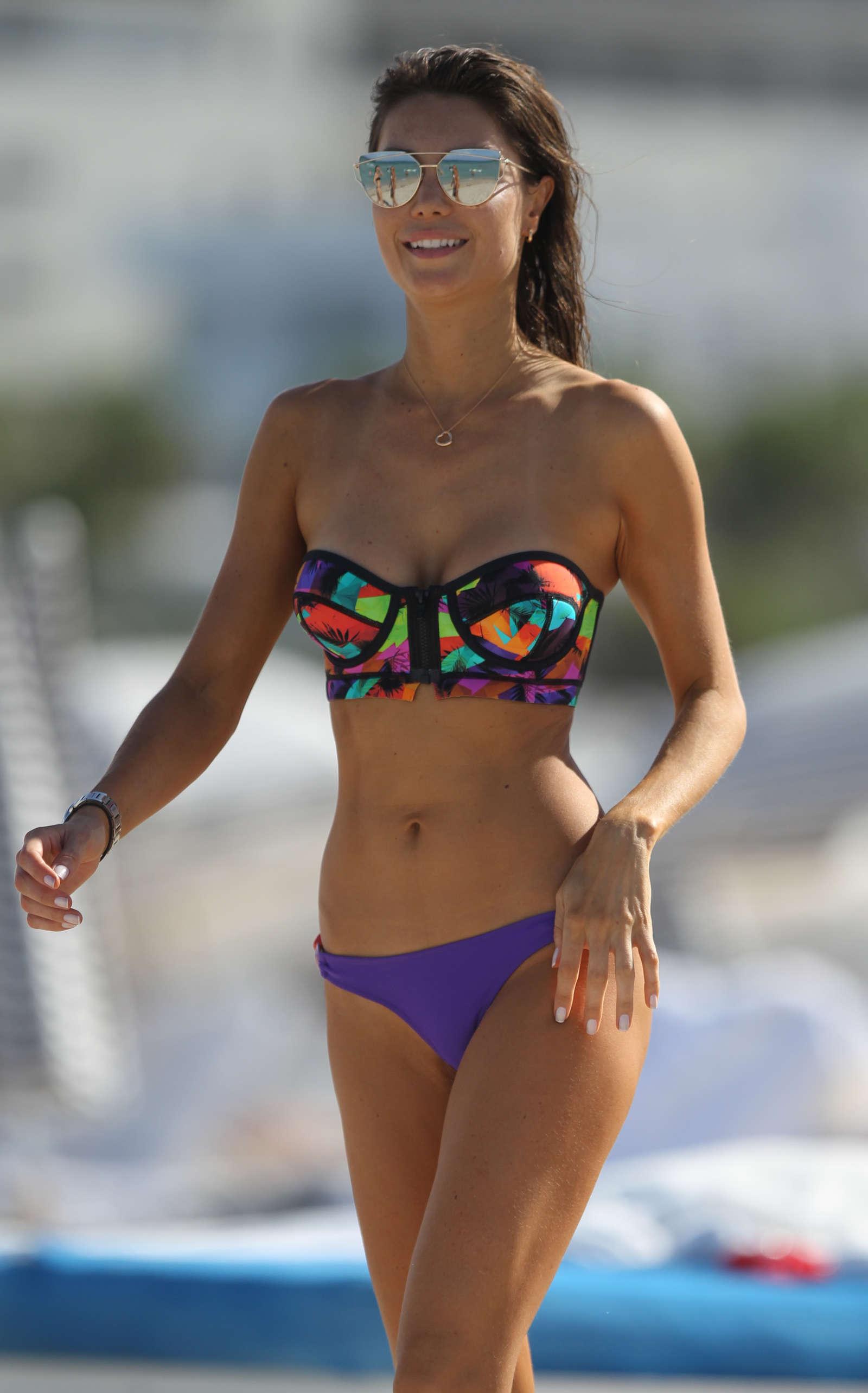 pictures-julia-in-bikini-milf-mirror-pictures