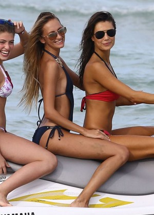 Julia Pereira Hot in Bikini -18