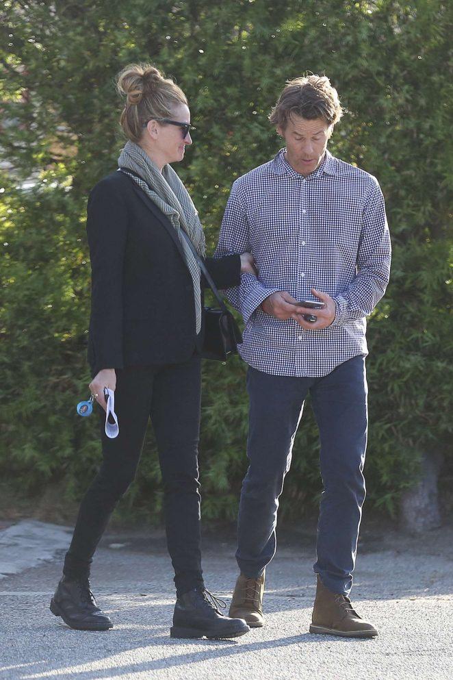 Julia Roberts and Daniel Moder Leaving Urgent Care -08 - GotCeleb