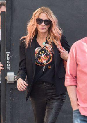 Julia Roberts - Arrives at 'Jimmy Kimmel Live' in Los Angeles