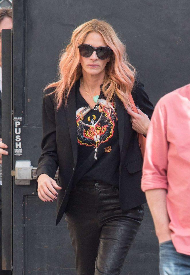 Julia Roberts – Arrives at 'Jimmy Kimmel Live' in Los Angeles